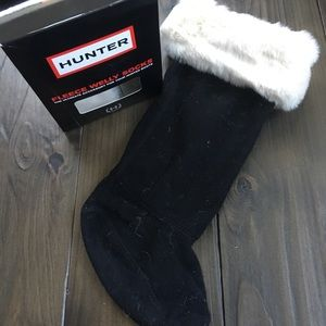 Hunter black boot socks with white faux fur trim